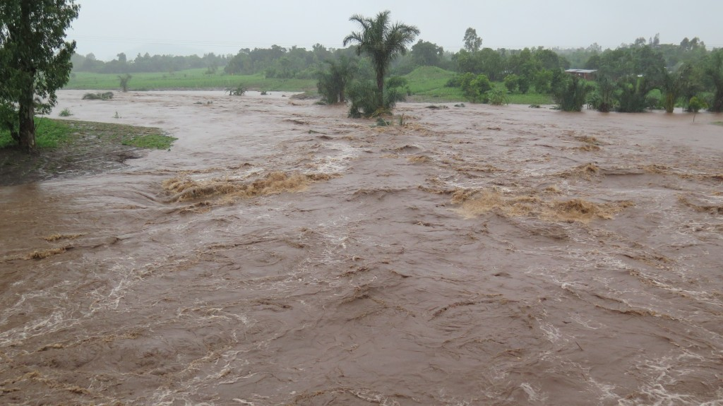 usually a tiny stream through Chitakale....